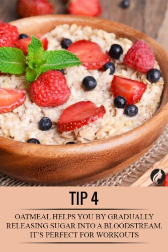 Oatmeal With Fresh Fruit to Eat Before a Workout