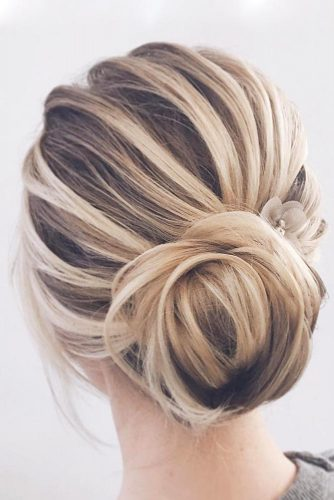 Stylish Low Bun Hairstyles picture 5
