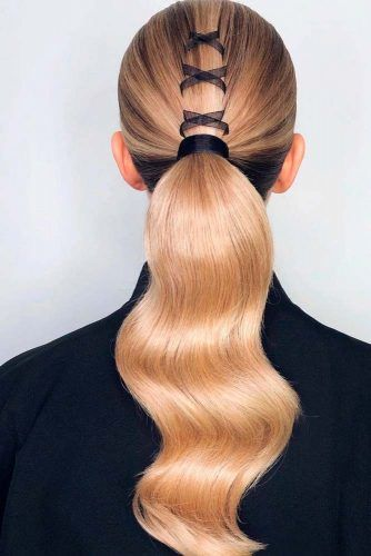 Sleek Low Ponytail #sleekhairstyles #blondehair