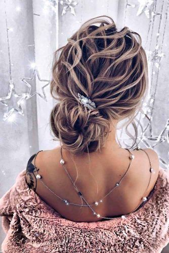 Messy Low Bun Hairstyle #messyhairstyles #bunhairstyles