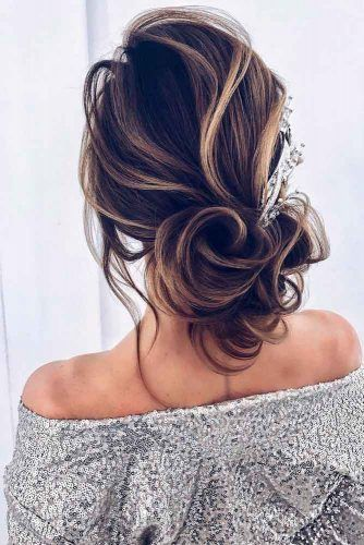 Messy Low Bun With Barrette #hairaccessories #bunhairstyles