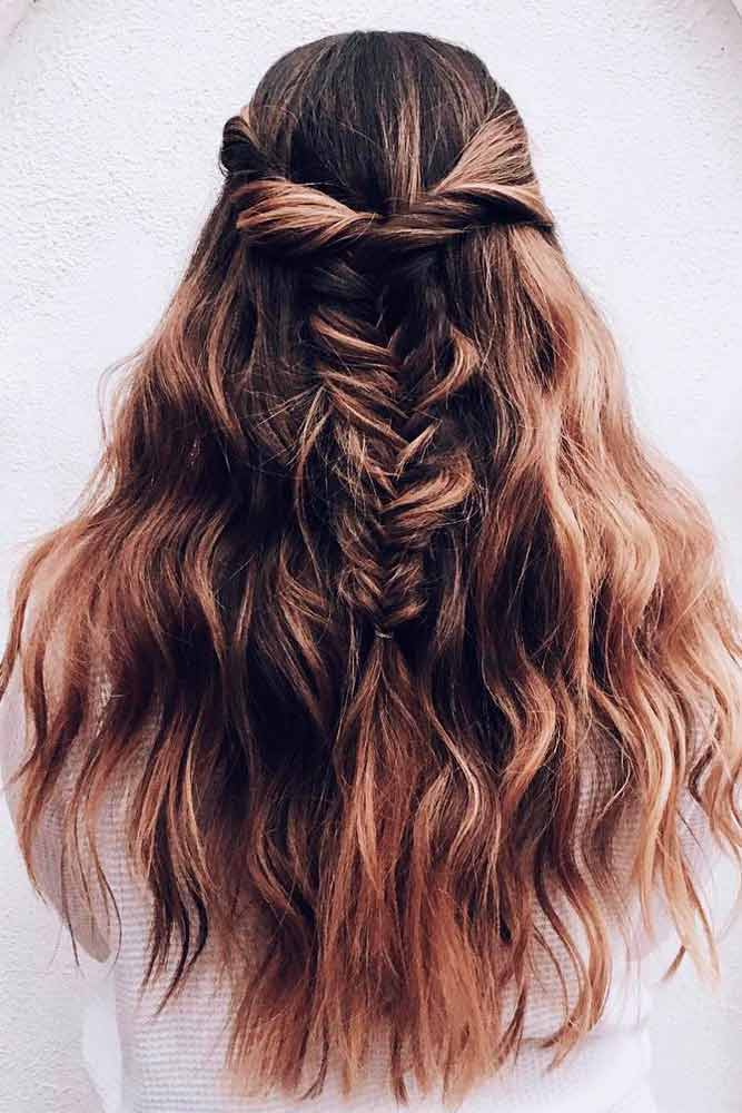 Wavy Half-Up Half-Down For Layered Hair #casualhairstyles #brownhaircolor