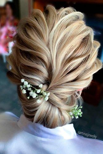 Stylish Bun Hairstyle With Flowers #bunhairstyles #flowershairstyles
