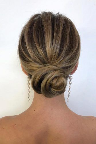 Minimalist Bun Hairstyle For Prom Night #bunhair #updohair