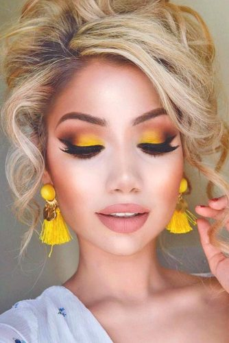 Homecoming Makeup with Nude Lipstick picture 1