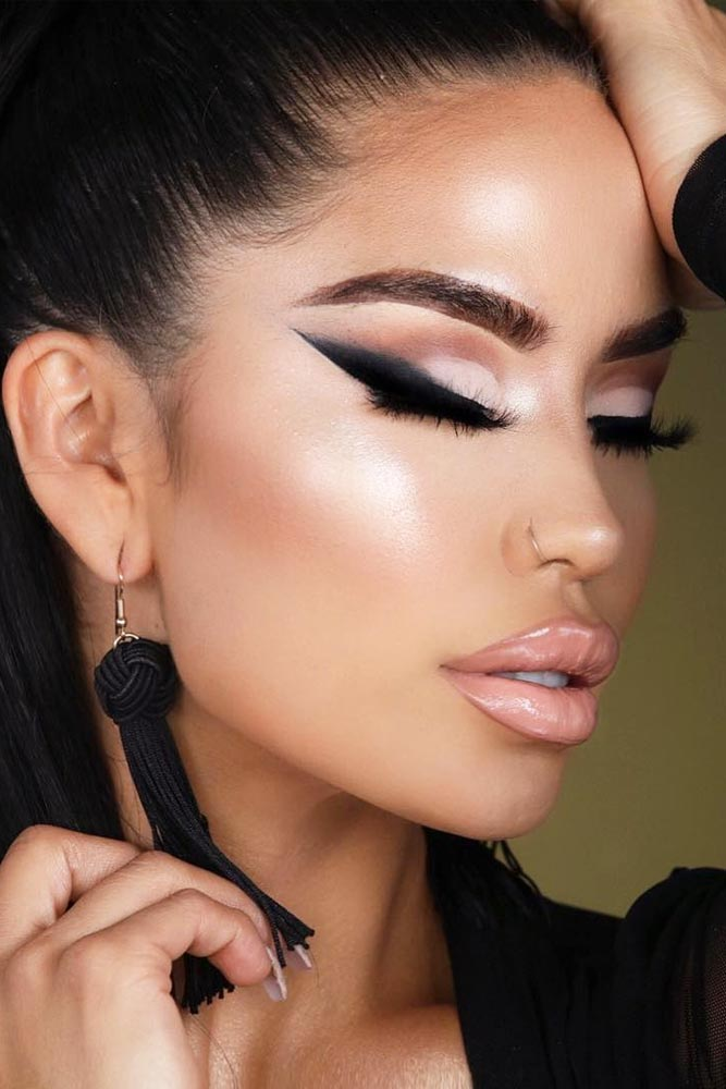 Trending Homecoming Makeup Ideas picture 4