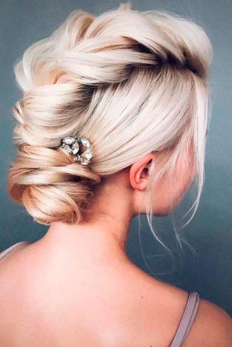 Amazing Updos for Elegant and Stylish Look picture 1