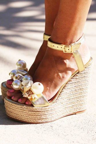 Pearls Wedges Design #goldwedges #pearls