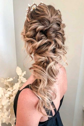 Beautiful and Easy Hairstyles for Homecoming #curlyhairstyles