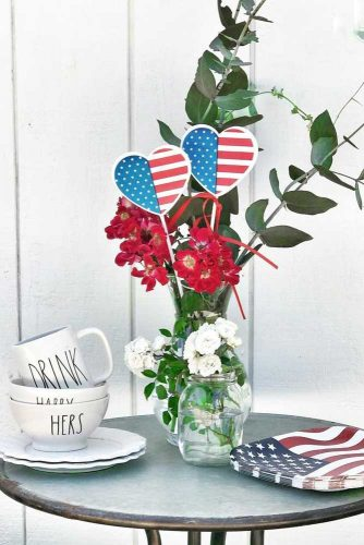 Easy Table Decor Idea #redwhiteblue #tabledecorations