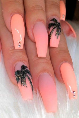 Peach Nails With Tropic Print #tropicnails #peachnails