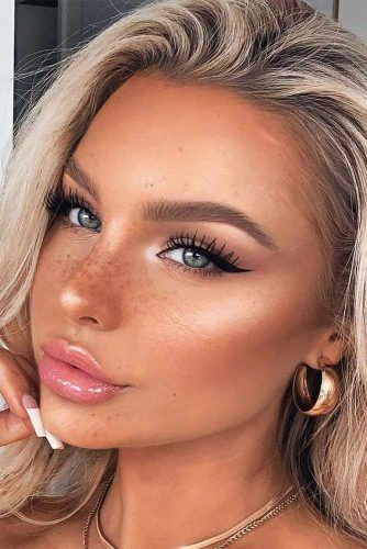 Classy Black Eyeliner Makeup For Natural Look #blackeyeliner