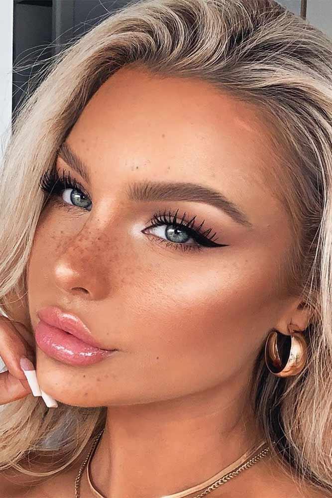 Classy Black Eyeliner Makeup For Natural Look #blackeyeliner