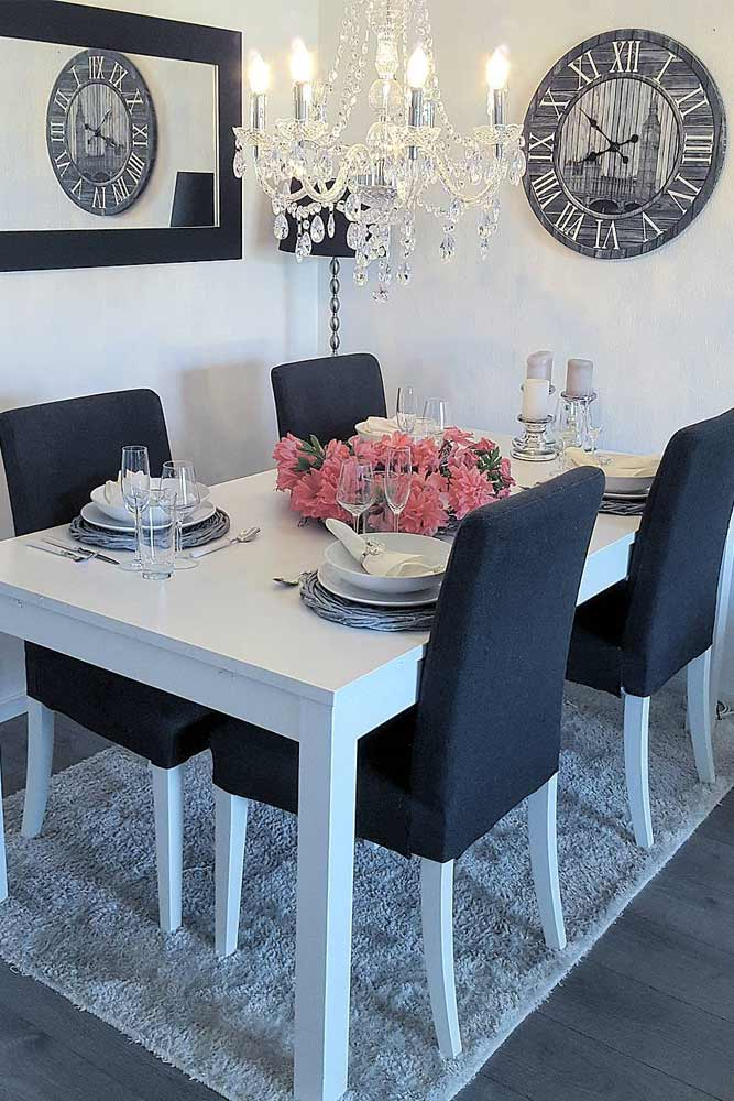 Classy Black And White Colors With Wall Decorations Accents #walldecor #blackwhitecolors