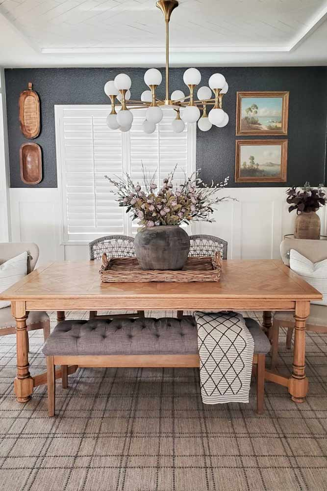 Mismatched Seating With Traditional Table Idea #woodentable #traditionaltable