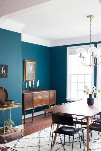 Retro Dining Room With Bright Wall Color #retrodinningroom #retrostyle