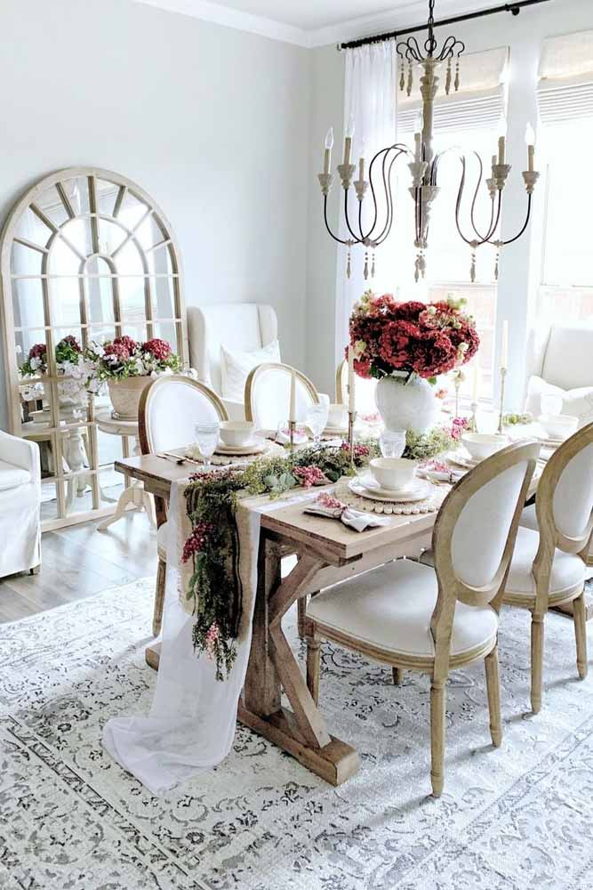 Traditional Dining Room With Table Scape Accent #traditionaldinningroom #farmhousedinningroom