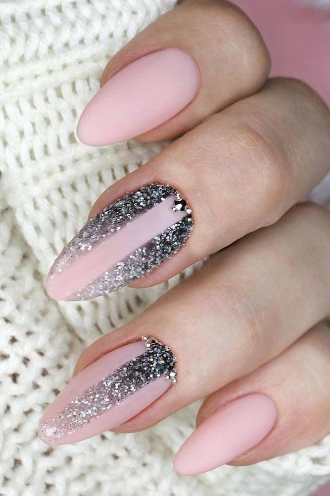 Glitter Ombre Nails Design #glittergradient #crystals