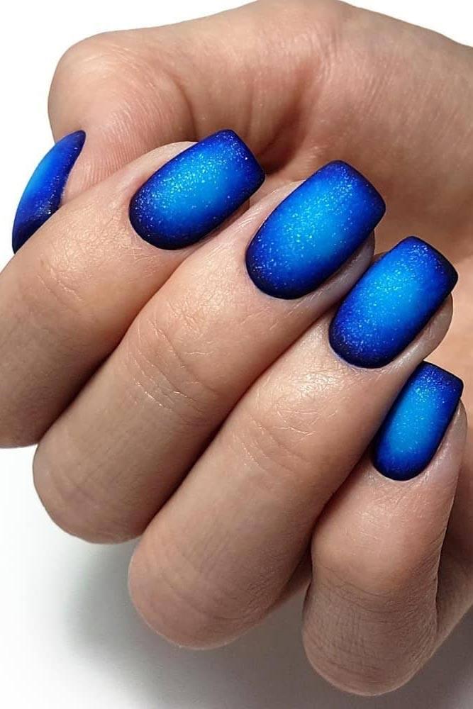 Blue And White Round Gradient Art #roundgradient #blueombre