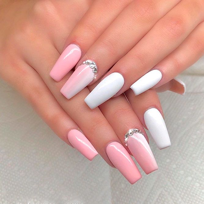 Pink And White Vertical Nails #pinknails #rhinestonesnails