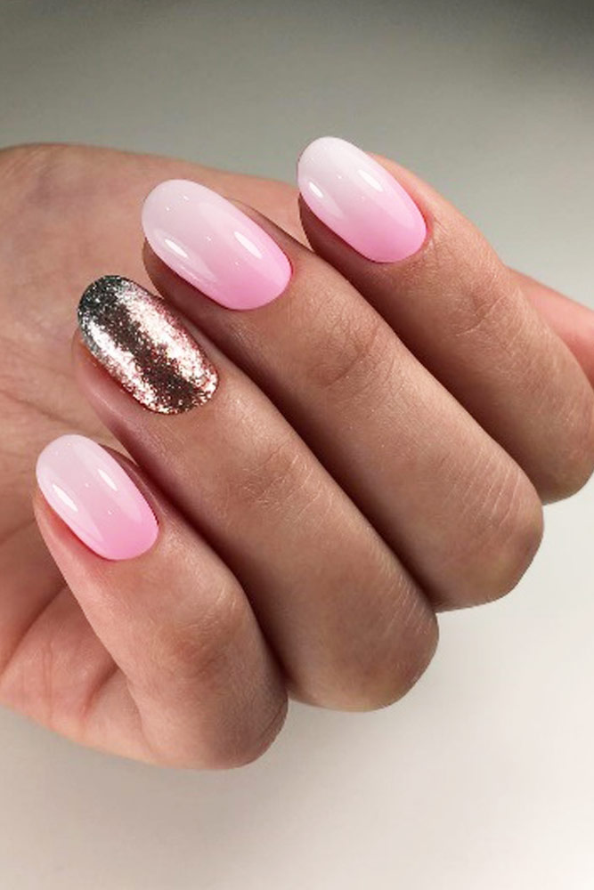 Pink And White Ombre Design For Round Shaped Nails #pinkwhiteombre #glitterombre
