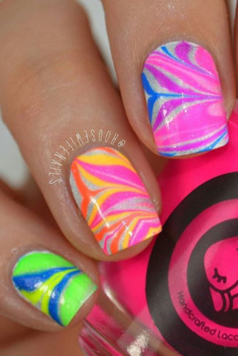 18 Amazing Rainbow Nails to Make You Smile