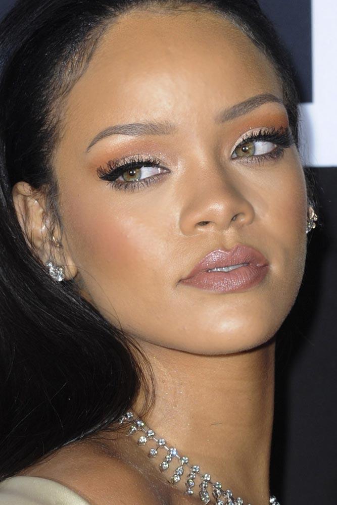 Natural Makeup With Pin Up Eyeliner #rihanna #celebrity