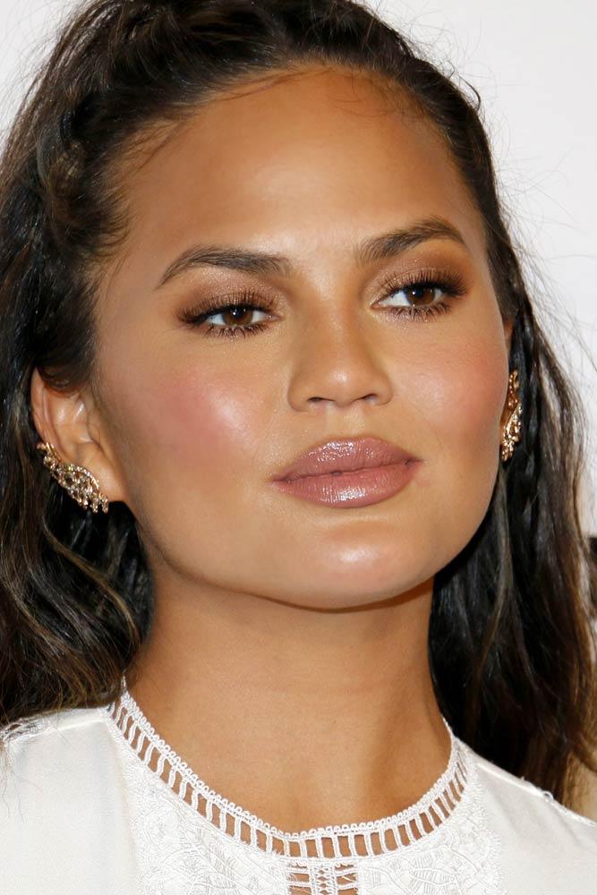 Natural Makeup With Lip-gloss And Soft Shimmer Eyes Makeup #chrissyteigen