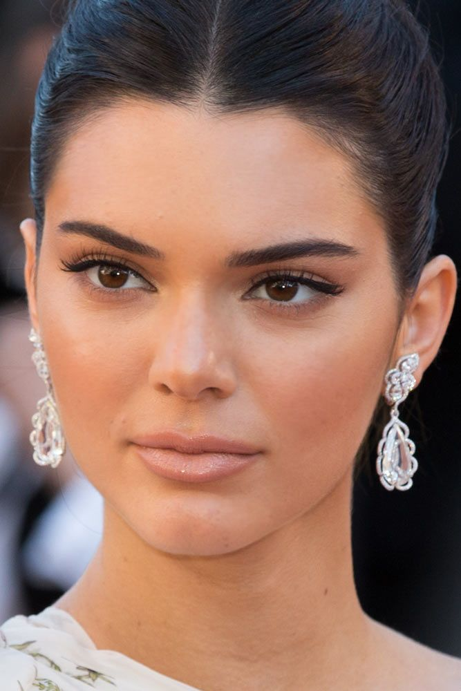 Natural Look With Classic Black Line #kendalljenner #celebrity