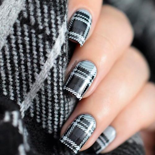 Dark Plaid Pattern For Fall Mani #prettynails #fallnailart