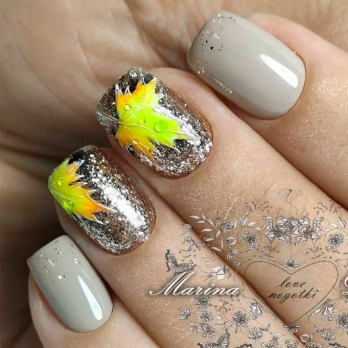 Fall Nail Design With A Pretty Leaf Pattern #glitternails #shortnails