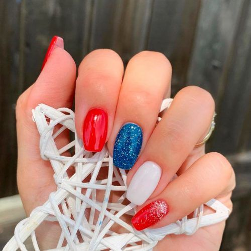 Simple Patriotic Nail Design #glitternails #simplenails