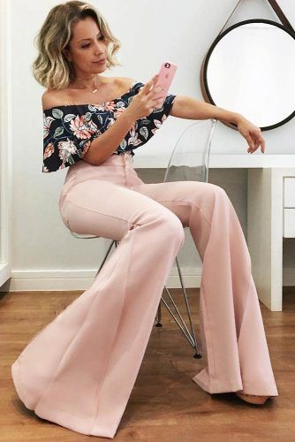 Floral Print Top With Pink Trousers Outfit #pinktrousers
