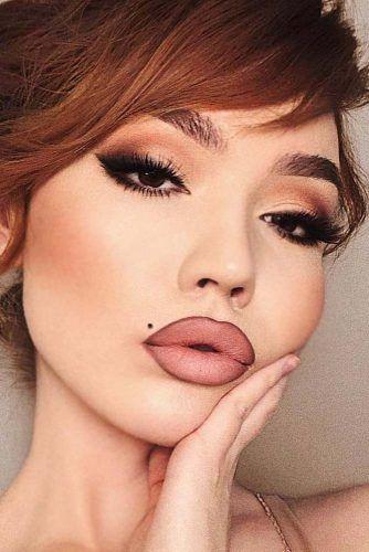 Matte Smokey Eyes Makeup With Smudge Cat Line #catsmokey