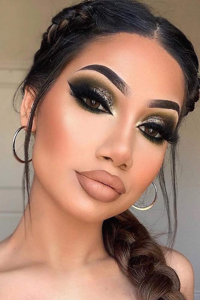 Green Smokey Eyes Makeup With Cat Eyeliner #greensmokey