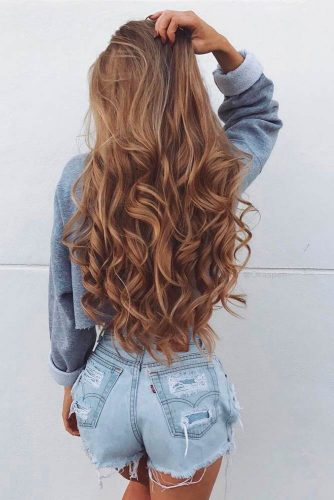 Voluminous curls
