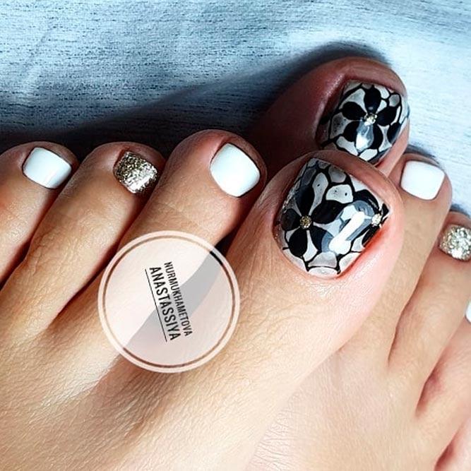 Black Nail Art Design #floralnails #glitternails