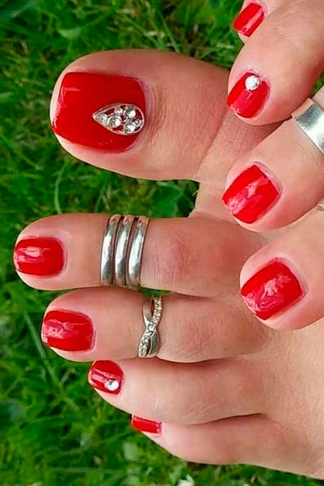 Red Toe Nails With Rhinestones #rednails #rhinestonesnails