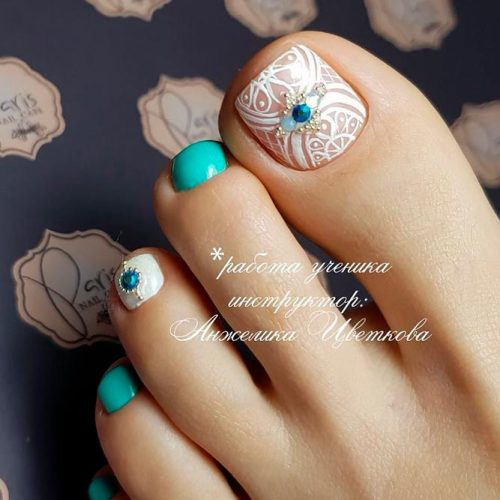 Tribal Toe Nails With Rhinestones To Complete Your Wild Look #tribaltoenails