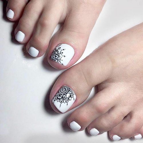 Monochromatic Tribal Toe Nails To Complete Your Wild Look #trabaltoenails