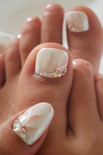 Lovely Toe Nail Designs picture 3