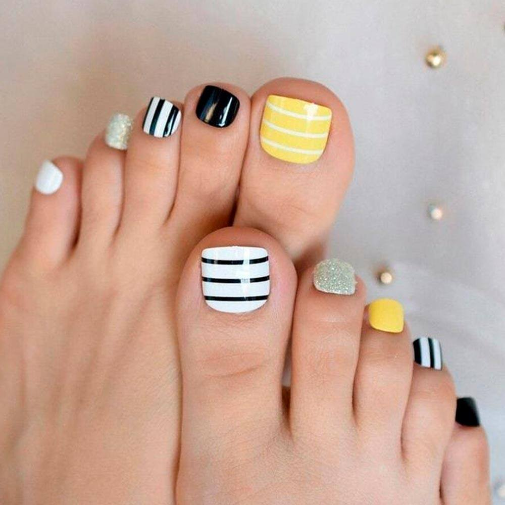 Striped Nail Design #stripednails #summernailart