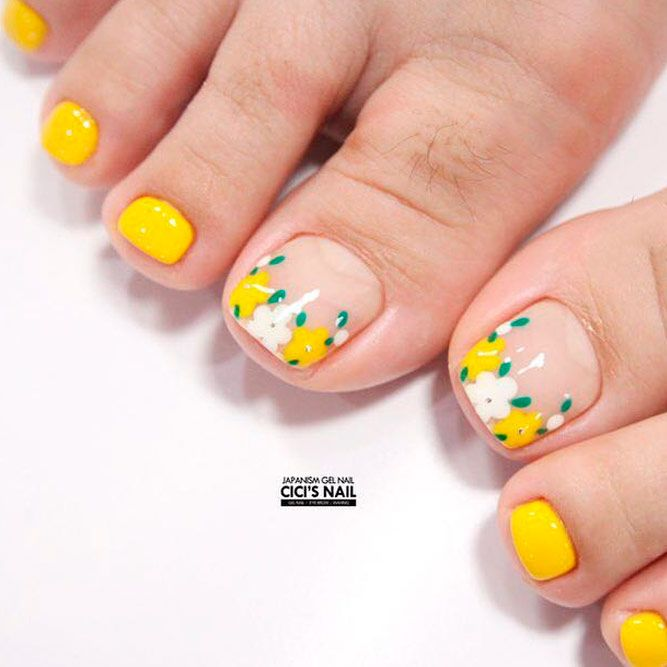 Yellow Flowers Nail Art #floralnails #yellownails