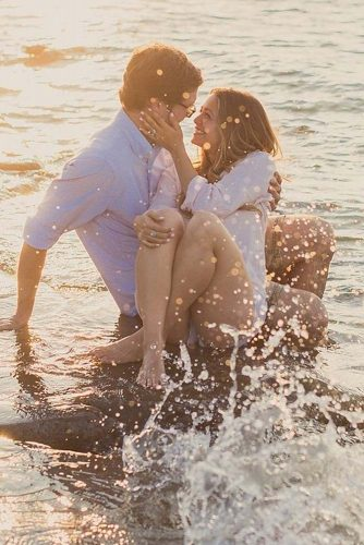 15 Adorable Engagement Photos on the Beach