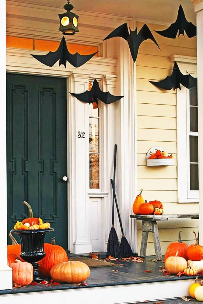 18 Scary Indoor and Outdoor Halloween Decorations That You Can Make