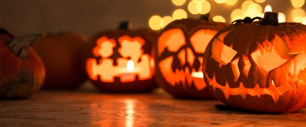 39 Scary Indoor and Outdoor Halloween Decorations That You Can Make