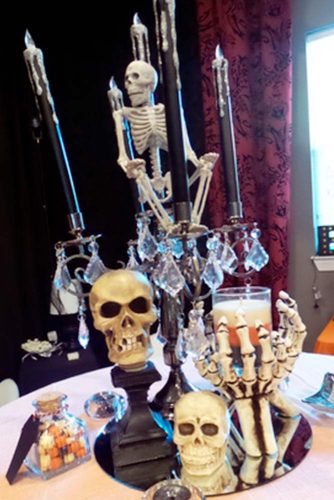 Frightening and Awful Indoor Halloween Decorations pictures 6