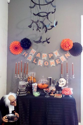 Frightening and Awful Indoor Halloween Decorations pictures 3