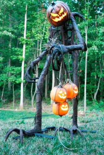 Fun and Scary Outdoor Halloween Decor picture 4