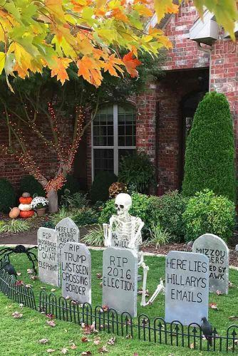 Cemetery Halloween Decorations #cemetery #outdoordecorations